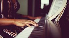 Netcurso-klavier-spielen-online-lernen-die-6-schritte-formel