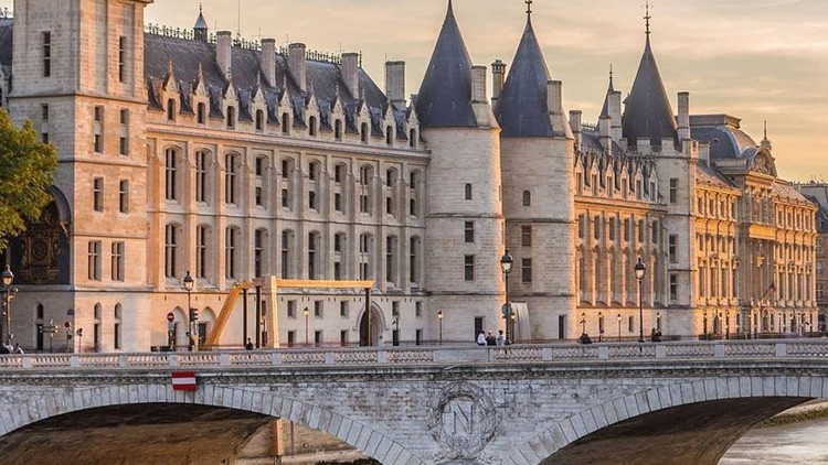 Travel Hacking Through Paris For Business or Leisure